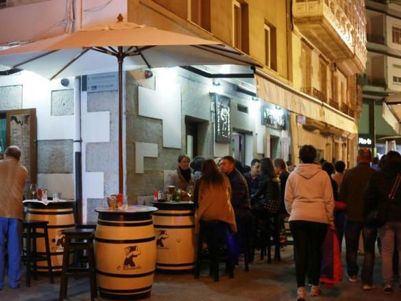 Calle Pastor Díaz, zona de viños